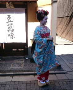 Oiran & Geisha | The minarai Yumeno of Fukushima okiya!  I do love...
