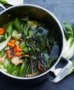 How To Make Vegan Bone Broth | The collagen-rich ingredients (found in both the vegan and traditional recipes) helps to support the health of your skin, hair and nails.