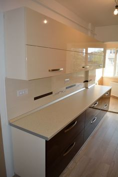 18 Interior Kitchen Glass Surfaces Design Ideas 11 Are you looking for a truly stunning finish to your interior design project? here we present some interior glass kitchen designs Kitchen Cupboard Designs, Kitchen Room Design, Modern Kitchen Cabinets, Modern Kitchen Design, Home Decor Kitchen, Interior Design Kitchen, Kitchen Furniture, Glass Kitchen, Kitchen Living