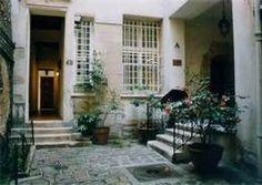 Rue du Temple..........Paris http://www.youtube.com/watch?v=iPNV8621bX4