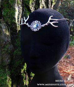 Tiara de ciervo - Corona del bosque - Tiara UNISEX #deer #ciervo #tiara #crown #diadem #headpiece #headdress #diadema #corona #tocado #bosque #forest #woodland #elf #elfic #elvish #elven #elfico #elfica #fantasy #fantasia #cuernos #musesuite #etsy #handmade #etsyfantasy #boho #fairy #faery #fae #hada #hadas
