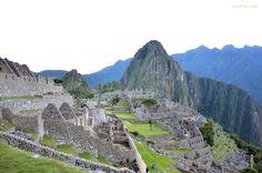 Le Machu Picchu, cité perdue des Incas, est le plus célèbre site archéologique de l'Amérique du Sud. Machu Picchu, the lost city of the Incas, is the most famous archaeological site in South America. Machu Picchu, la ciudad perdida de los Incas, es el sitio arqueológico más famoso de América del Sur.