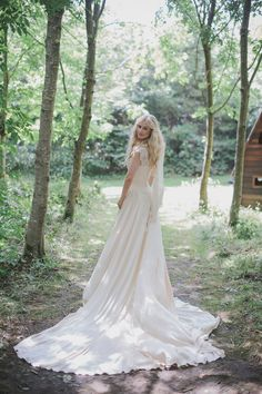 An Ethereal Summer Woodland Wedding At Hilton Court Gardens In Pembrokeshire Wales With A Silk Stephanie Allin Dress And An Amnesia Rose Bouquet Photographed By O&C Photography.