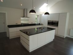 #NeroSupreme #granite on contemporary white handless kitchen units.