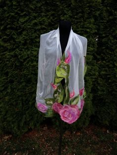 White shawl in Roses by DreamsGateway on Etsy