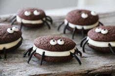 SKUMLE EDDERKOPPKJEKS TIL HALLOWEEN Halloween Kids, Happy Halloween, Cakepops, Cookies, Chocolate, Baking, Desserts, Recipes, Food