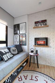 Quarto Adolescente: +95 Ideias e Projetos Originais para 2021 Home Bedroom, Bedroom Decor, Bedrooms, Bedroom Table, Bedroom Ideas, Wall Decor, Bedroom Styles, Bedroom Designs, Bedroom Colors