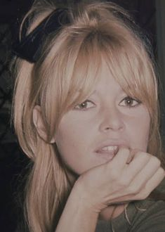 Intimate Photos Of Brigitte Bardot Are So Stunning It Hurts Brigitte Bardot: 13 Unseen Photographs, London 1968 is on view at Dadiani Fine Art in London until June Hair Day, New Hair, Hair Inspo, Hair Inspiration, Parted Bangs, Hairstyles With Bangs, Long Haircuts, Long Fringe Hairstyles, Bangs Hairstyle