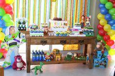 Mesa da festa Toy Story, por Maria Festinha.  Toy Story table, by Maria Festinha. Foto/Photo: Priscilla Borges.