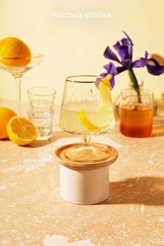 Alle #Gin-Liebhaber aufgepasst! Dieser fruchtig, heiße #Cocktail sieht nicht nur schön aus, er schmeckt auch fantastisch gut! Probiere es gleich aus und mix dir den Drink für kühle Tage. Cheers! #rezepte #drinks #warmesgetränk Gin, Tequila Sunrise, Cocktails, Alcoholic Drinks, Chana Masala, Kitchen Stories, Cheers, Recipes, Food