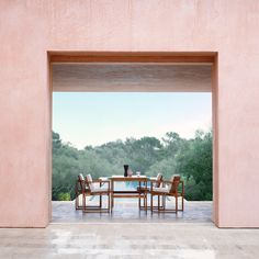 🚨 NEW ARTICLE 🚨 Come check out our Summer Special Interior Inspiration article 💕 featuring the iconic Majorcan home Neuendorf House by architects Claudio Silvestrin and John Pawson 🌞 . Teak Dining Table, Dining Chair Cushions, Dining Chairs, Indoor Outdoor, Outdoor Dining, Futuristic Architecture, Architecture Design, Contemporary Architecture, Contemporary Design