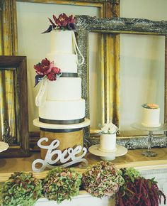 Can You Tell If The Flowers on These Wedding Cakes Are Fresh or Sugar?