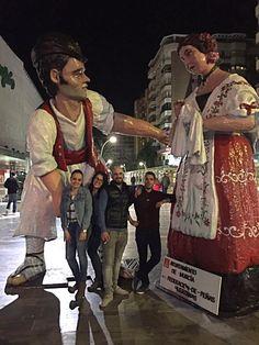 Estas figuras huertanas reflejan el emblemático día de las fiestas de la ciudad de Murcia, el Bando de la Huerta. Se celebra el primer martes después de Semana Santa y abre el ciclo de las Fiestas de Primavera.