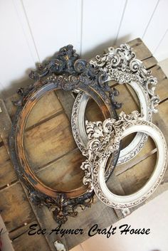 Creative Shabby Chic Decor, visit that pin make-over id 9004389890 this minute. Shabby Chic Picture Frames, Vintage Photo Frames, Antique Picture Frames, Antique Pictures, Antique Frames, Shabby Chic Interiors, Shabby Chic Furniture, Painted Furniture, Empty Frames