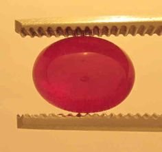 Ruby Cabochon Red oval, Origin Viet Nam: 3,65 ct, 9 x 7,5 x 5 mm - www.kn-jewellery.com
