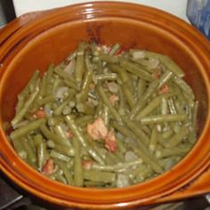 Crock Pot Green Beans 2 pounds bacon, chopped 1/2 onion, chopped salt and pepper to taste 1 teaspoon minced garlic 3 pounds fresh green beans, trimmed 1.Heat bacon, onion and garlic, and cook until browned. 2. Add to crock pot with green beans. 3. cook for 5 to 6 hours, stirring occasionally to prevent sticking.