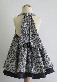 Cette robe glamour a deux couches de tissus. Il peut être noué autour du cou, ou laissez les courroies. Il peut même devenir une robe de dentelle