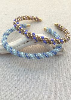 Odd Count Tubular Peyote Tutorial - plus link to make them into cuff bracelets. Bracelet Tutorial, Cuff Bracelets, Diy Bracelet, Jewelry Making Tutorials, Jewellery Making, Spiral Pattern