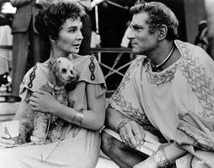 Google Image Result for http://acertaincinema.com/wp-content/uploads/2010/08/jean-simmons-laurence-olivier-and-dog-break-spartacus.jpg