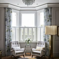 Trendy Living Room Layout With Bay Window Seat Bay Window Design, Bay Window Decor, Bay Window Living Room, New Living Room, Living Room Decor, Curtains Living Room Bay Window, Bay Window Seating, Bay Window Shutters, Curtains For Bay Windows