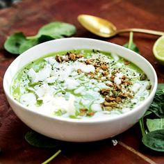 You can eat this Green Tea Lime Pie Smoothie Bowl with a spoon! #recipes