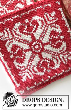 """Baking Christmas - DROPS Christmas: Knitted DROPS pot holder with Nordic pattern in """"Muskat"""". - Free pattern by DROPS Design"""