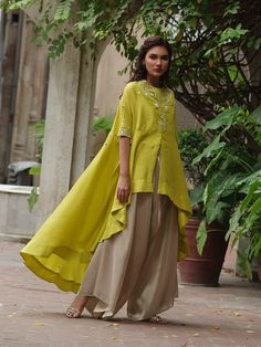 The Anika cape is cut from organza and hand-embroidered using a myriad of techniques. This delightfully detailed piece can easily translate from effortless glam to extravagance. Western Dresses For Girl, Stylish Dresses For Girls, Dress Indian Style, Indian Fashion Dresses, Indian Outfits, Birthday Dress Women, Chic Outfits, Fashion Outfits, Women's Fashion