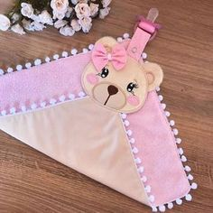 Naninha Teddy Bear with Pacifier Clip 🌸 ✈️Brás - SP WhatsApp 991 . Baby Dress Patterns, Sewing Patterns, Sewing Crafts, Sewing Projects, Penny Rug Patterns, Diy Crafts How To Make, Baby Embroidery, Diy Papier, Diy Origami