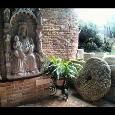 Santa Caterina d'Alessandria e la macina di mulino. Assonanza con la leggenda del suo martirio. A Mazzorbo, dalla gita a Burano, San Francesco del Deserto, e poi Ammiana e Costanziaca, le isole sommerse da cui ha avuto origine Venezia.