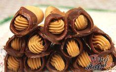 Medové trubičky s karamelovým krémem   NejRecept.cz Mini Cupcakes, Creme, Almond, Muffin, Sugar, Cookies, Breakfast, Food, Basket