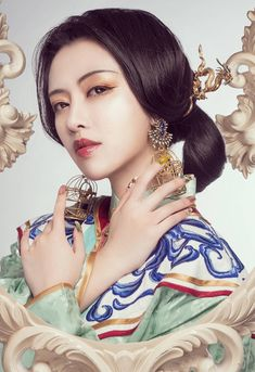 Chinese Style, Chinese Art, Traditional Dresses, Traditional Art, Geisha, Chinese Culture, World Cultures, Girl Poses, Beautiful Asian Girls