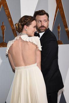 Pin for Later: Die 40 besten Fotos der Oscars  Ein schöner Rücken kann auch entzücken: Olivia Wilde und ihr Ehemann Jason Sudeikis.