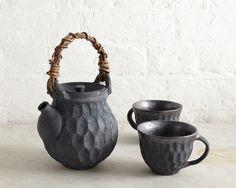 Dobin teapot and teacups by London based potter Akiko Hirai