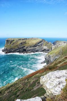 Tintagel Castle: North Cornwall Coast, Southwest England, Home to a medieval settlement and legendary seat of king arthur Cornwall Coast, Cornwall England, Yorkshire England, North Cornwall, Yorkshire Dales, North Wales, Skye Scotland, England And Scotland, Scotland Travel