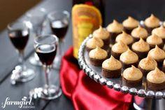 Espresso Brownie Bites with Kahlua Buttercream Kisses Mini Desserts, Just Desserts, Delicious Desserts, Dessert Recipes, Yummy Food, Party Desserts, Wedding Desserts, Party Snacks, Yummy Treats