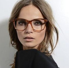 ◈ Gafas ● Lunettes ● Eyeglasses ◈ Carey ● écaille ● tortoiseshell frame ◈ by Arros Caldos-- round face. Womens Fashion Online, Latest Fashion For Women, Lunette Style, Cool Glasses, Big Glasses Frames, Hipster Glasses, Glasses Style, Mein Style, Wearing Glasses
