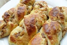 Retete Culinare - Spirale cu mere Romanian Desserts, Meat, Chicken, Food, Beef, Meal, Essen, Hoods, Meals