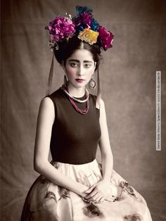 CHICMUSE.COM  Denni Elias photographed by Paolo Roversi, interpreting Frida Kahlo. Vogue Italy, January 2013 issue