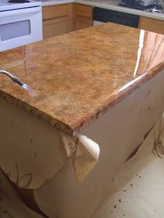 I would love to do this with my kitchen countertops. It costs a lot for a remodel and our countertops are just fine but outdated. This would cost effective and look awesome! Faux granite paint technique for laminate countertops Painting Kitchen Counters, Kitchen Paint, Kitchen Redo, New Kitchen, Kitchen Makeovers, Green Kitchen, Kitchen Floor, Country Kitchen, Kitchen Ideas