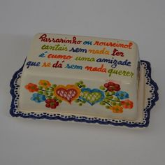 Manteigueira (pintura Lenços Namorados) Cheese Dishes, Embroidery Applique, Folklore, Needlepoint, Portugal, Bridal Shower, My Love, Party, Homemade Crafts