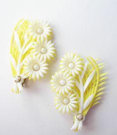 Vintage Earrings Yellow & White Soft Plastic Flower Climber Clip on lot ype2