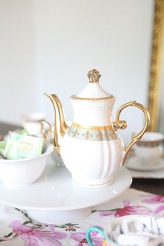 Celebrate the holiday with a fancy Mother's day tea party. Here's how to set it up and everything you need for a memorable party. Tea Party Theme, Party Themes, Party Ideas, Easy Diy Gifts, Homemade Gifts, Spring Projects, Craft Projects, Fun Crafts, Crafts For Kids