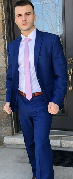 10 Common Men's Style Mistakes to Avoid Blue Suit Blue Shirt, Navy Pinstripe Suit, Blue Suit Men, Blue Suits, Mens Fashion Blog, Fashion Suits, Fashion Days, Men's Fashion, Mens Attire