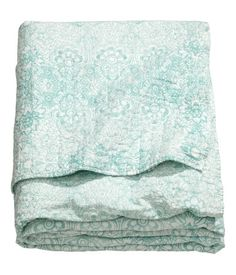 King/Queen Bedspread $129 DESCRIPTION Quilted bedspread in finely-woven cotton fabric with a printed pattern. Tape trim and lightweight polyester padding. Size 102 x 102 in. DETAILS 100% cotton. Machine wash warm Imported Art.No. 56-1929