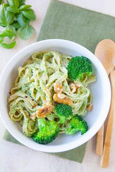 Almond Pasta with Broccoli Pesto? Made with Tessemae's all Natural Cracked Pepper Dressing. Food N, Good Food, Yummy Food, Broccoli Pesto, Clean Eating, Healthy Eating, Vegetarian Recipes, Healthy Recipes, Cracked Pepper