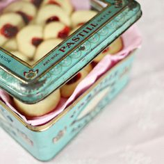 mayalee photography vintage cookie tin