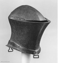 Helm, Royal Armouries, Leeds Date: 1400-1430 Culture: English Height: 37.5 cm Ear to Ear Distance: 22.5 cm Depth: 39 cm Weight: 6 Kg