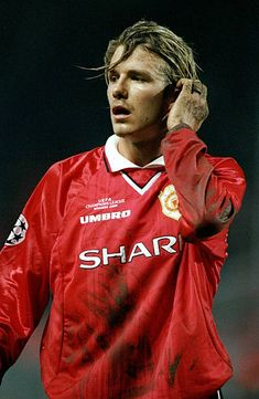 David Beckham of Manchester United in action during the Champions League Group D match against Marseille played at the Stade Velodrome Marseille. Football Names, Football Players, Manchester United, Velodrome Marseille, David Beckham Football, Don Juan, Sport Icon, Man United, Man Photo
