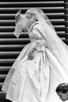 June Lady Diana Spencer attending the Royal Academy. Royal Wedding 1981, Royal Wedding Gowns, Royal Weddings, Wedding Dresses, Charles And Diana Wedding, Prince Charles And Diana, Princess Diana Wedding Dress, Princess Diana Fashion, Prinz Charles