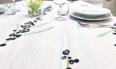 Tovaglia in lino stampato. Disegno mimose nere. Black & White Collection. Designed by Tweak